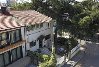 Akat merkezi konumda bahçeli satılık villa