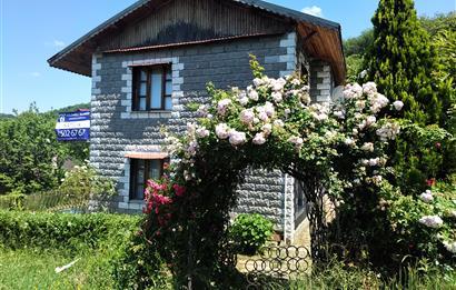 Karamürsel'de Deniz Manzaralı Bahçeli Satılık Villa