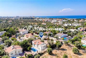KKTC Girne Ozanköyde Özel Yüzme Havuzlu Satılık 3+1 Villa