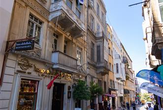 Beyoğlu taksim de turizm imarlı caddeye yakın satılık bina