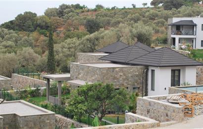 Doğa Harikası Yakaköy'ün popüler Sitesi QARMA'da 3+1 Havuzlu Villa