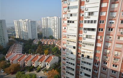 İzmir Karşıyaka Mavişehirde Selçuk Sitesinde Satılık 130m2 2+1