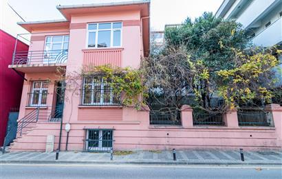 2 Storey Masonry Building with Garden for Sale in Uskudar Salacak