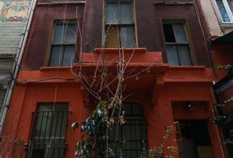 Taksim Beyoğlu Asmalımescit Mahallesi Şehbender Sokakta Satılık Tarihi Bina