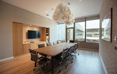 Maslak'ta A Plus Yeni Plazada 70 m2 Kullanıma Hazır Ofis