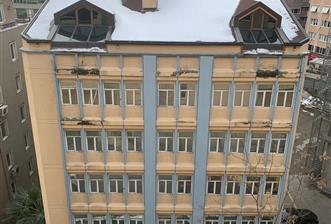 Gayrettepe de emniyet müdürlüğü karşısı cadde üzeri satılık bina