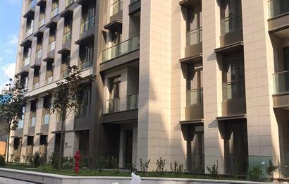 Polat Piyalepaşa Köşe Konumlu Geniş 3+1 Balkonlu Teras Katı
