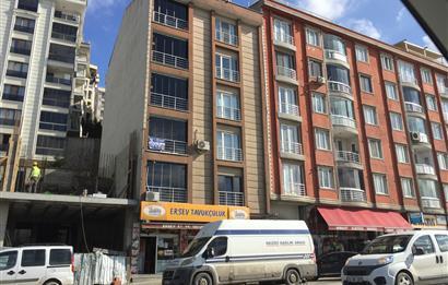 Eyüp Güzeltepe Mahallesinde Cadde Üzeri 3+1 165 m2 Satılık Daire