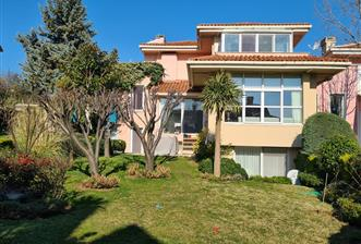 Uskumruköy Gardenya Sitesinde Satılık Emsalsiz 5+2 Villa