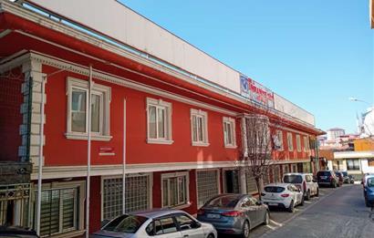 Merkezi konumda komple bina