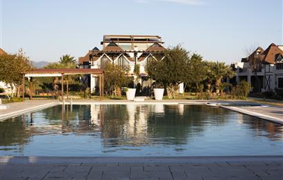 İzmirde satılık villa Sasalı havuzlu site