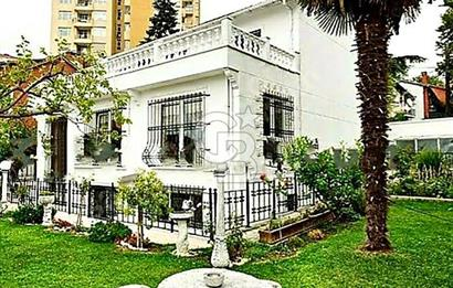 Levent altzeren sokak ta 630 m2 arsa içerisinde 450 m2 satılık villa
