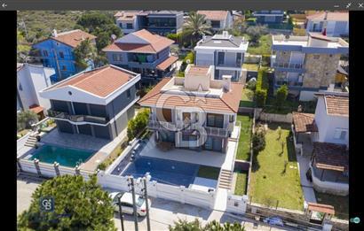 Çeşme Dalyan da Deniz Manzaralı Satılık Villa