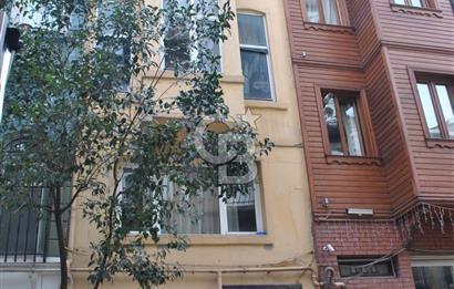 TAKSİM Feridiye Cad. Satılık 5 katlı Bina