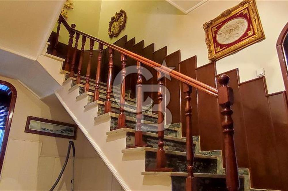 Leventte caddeye yakın 4+2 450m2 satılık villa