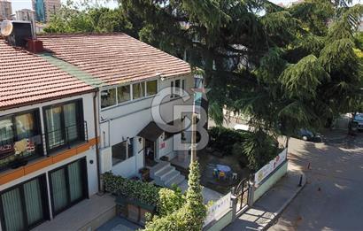 Akat merkezi konumda bahçeli kiralık villa