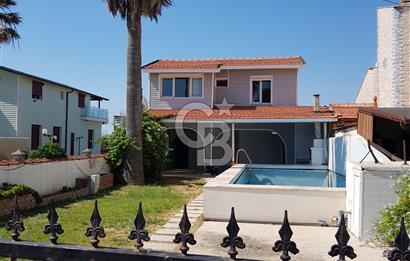 Güzelbahçe Sitelerde Denize Sıfır Kiralık Havuzlu Villa