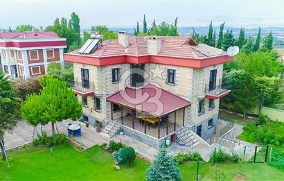 Çatalca da 1040 m2 arsalı 310 m2 villa (İskanlı)